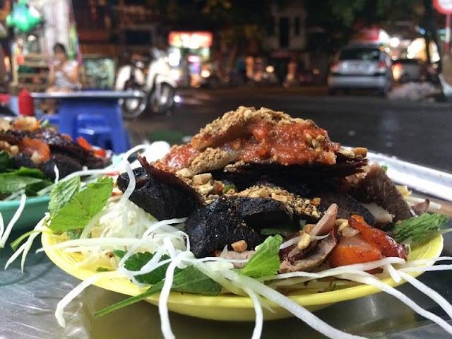 Street food on Hanoi's shortest street 1