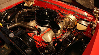 1961 Chevrolet Impala SS Engine 02