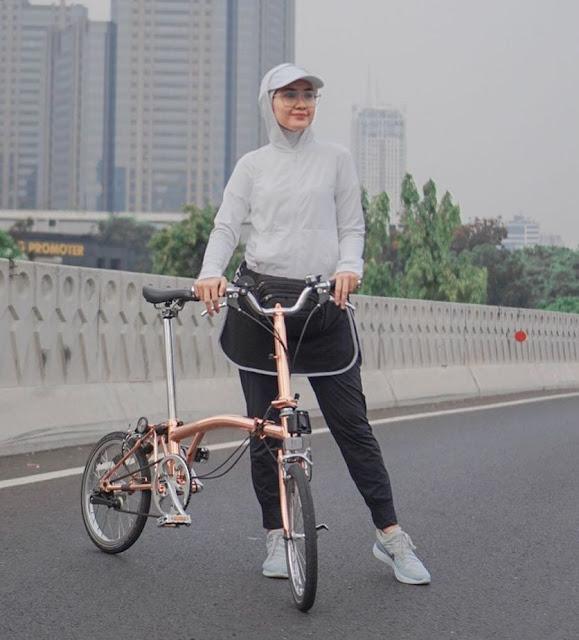 Outfit Bersepeda Hijab ala Selebgram
