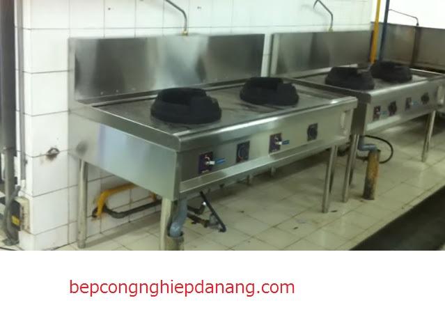 Thực hiện vệ sinh bếp công nghiệp chất lượng