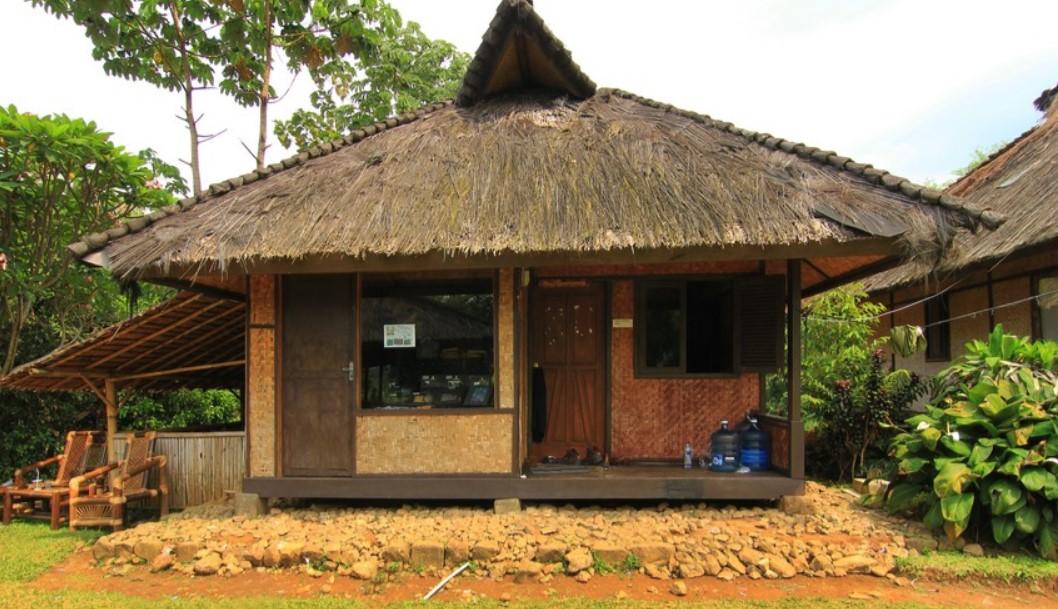Bangunan Adat di Sindang Barang