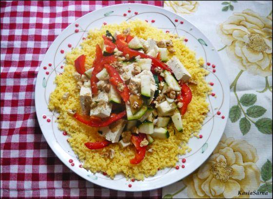 kuskus kukurydziany z tofu i warzywami w sosie wegański