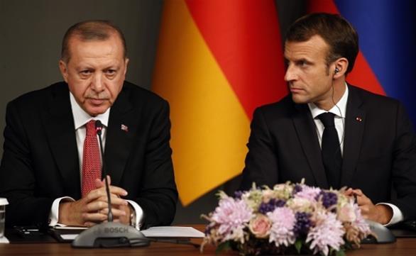Μακρόν σε Ερντογάν: «Να μην υπάρξει στρατιωτική επέμβαση στη Λιβύη»
