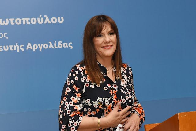 Ελένη Παναγιωτοπούλου: Η πολιτική είναι σαν την ιατρική... - Ενθουσιώδης με αέρα νίκης Κεντρική Πολιτική Ομιλία