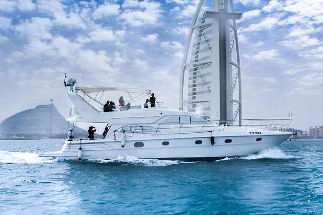 luxurious yacht cruise in Dubai