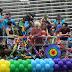 """Elenco de """"Sense8"""" grava cenas durante a Parada LGBT de São Paulo!"""