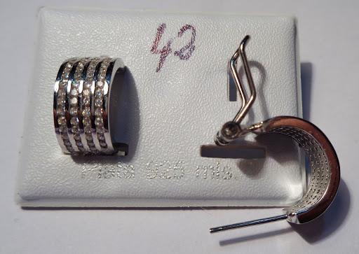 Pendientes de plata con cierre omega y filas de circonitas