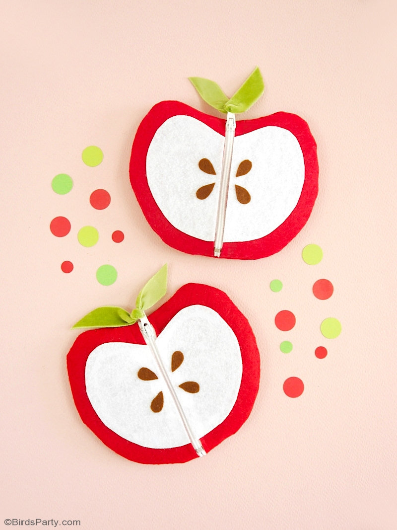DIY Apple Shaped Zipper Pouch - quick and sew easy to make teachers gift or back to school purse in the shape of an apple, with FREE template! by BirdsParty.com @birdsparty #backtoschool #teachersgifts #applecrafts #applediy #applediycrafts #zipperpouch applepurse #applepouch #diyapplepouch #diyzipperpouch #diyapplezipperpouch