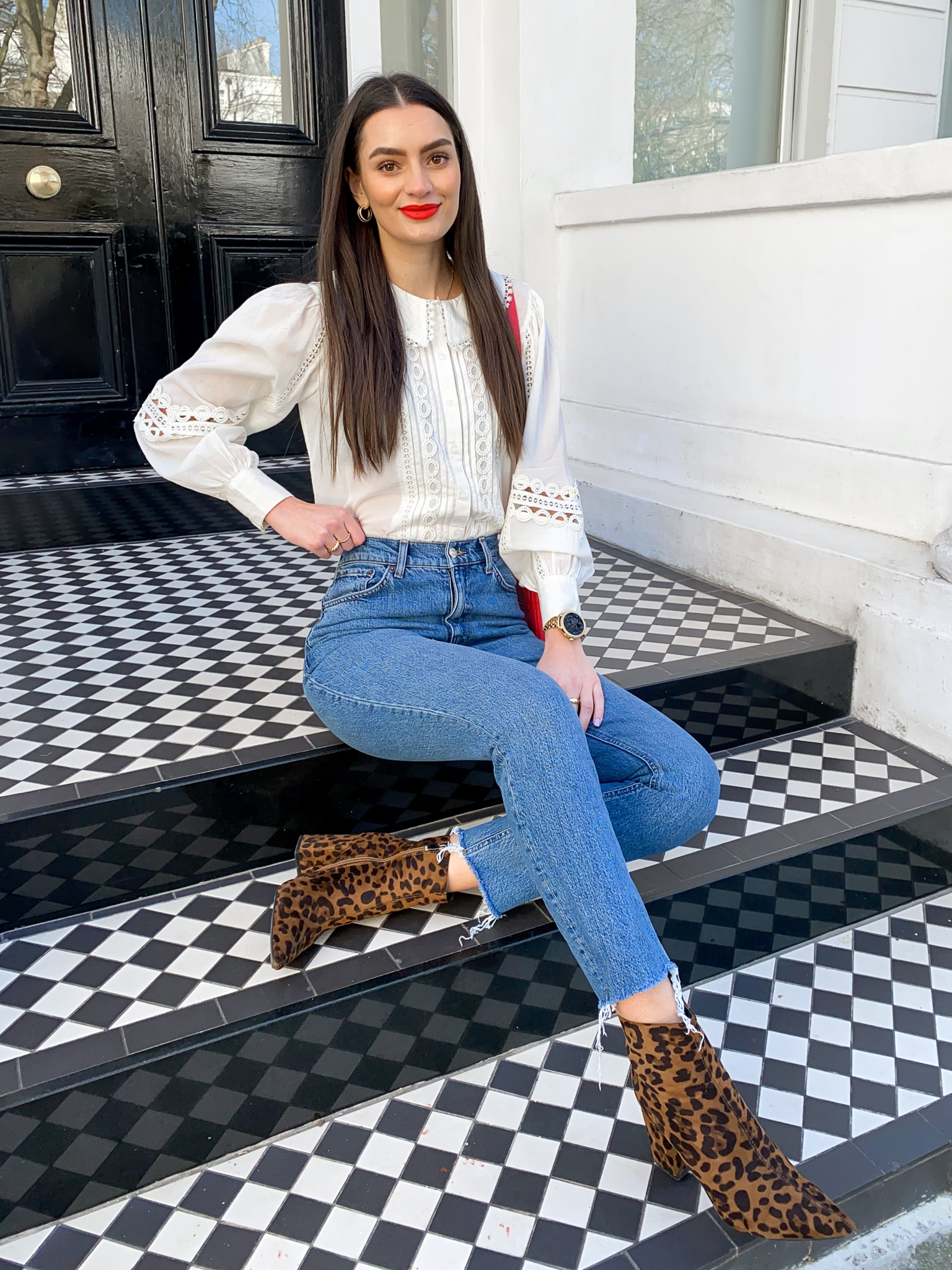 spring-outfits-white-blouse-blue-jeans