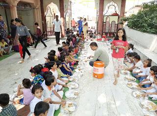 शारेदय नवरात्रि के 5वें दिन अम्बे माता मंदिर पर 500 से अधिक कन्याओं को करवाया भोजन
