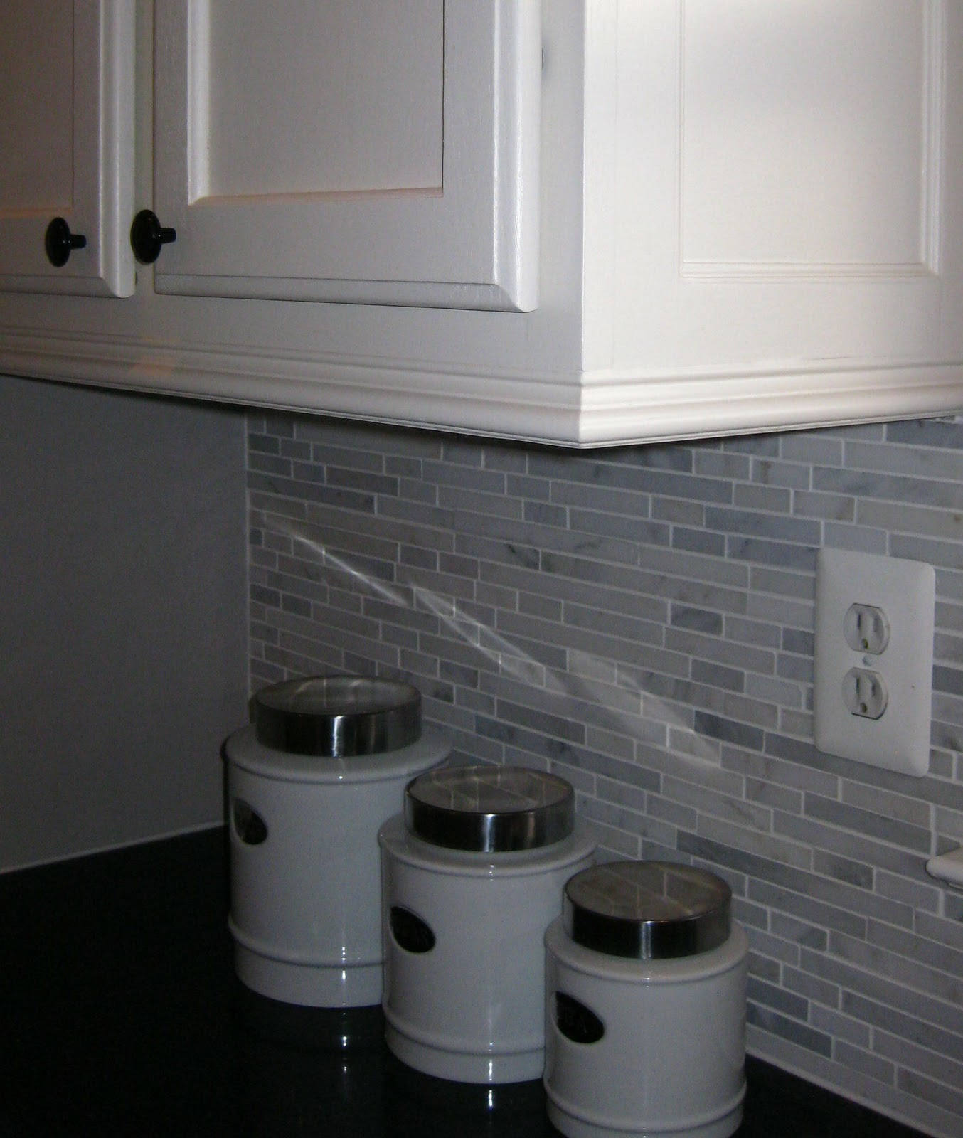 Guarda Para Baño Easy:Adding Crown Molding to Bottom of Cabinets