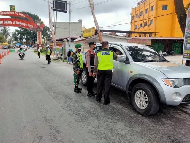Laksanakan Pam Ops Penyekatan Level lV Oleh Personel Jajaran Kodim 0207/Simalungun