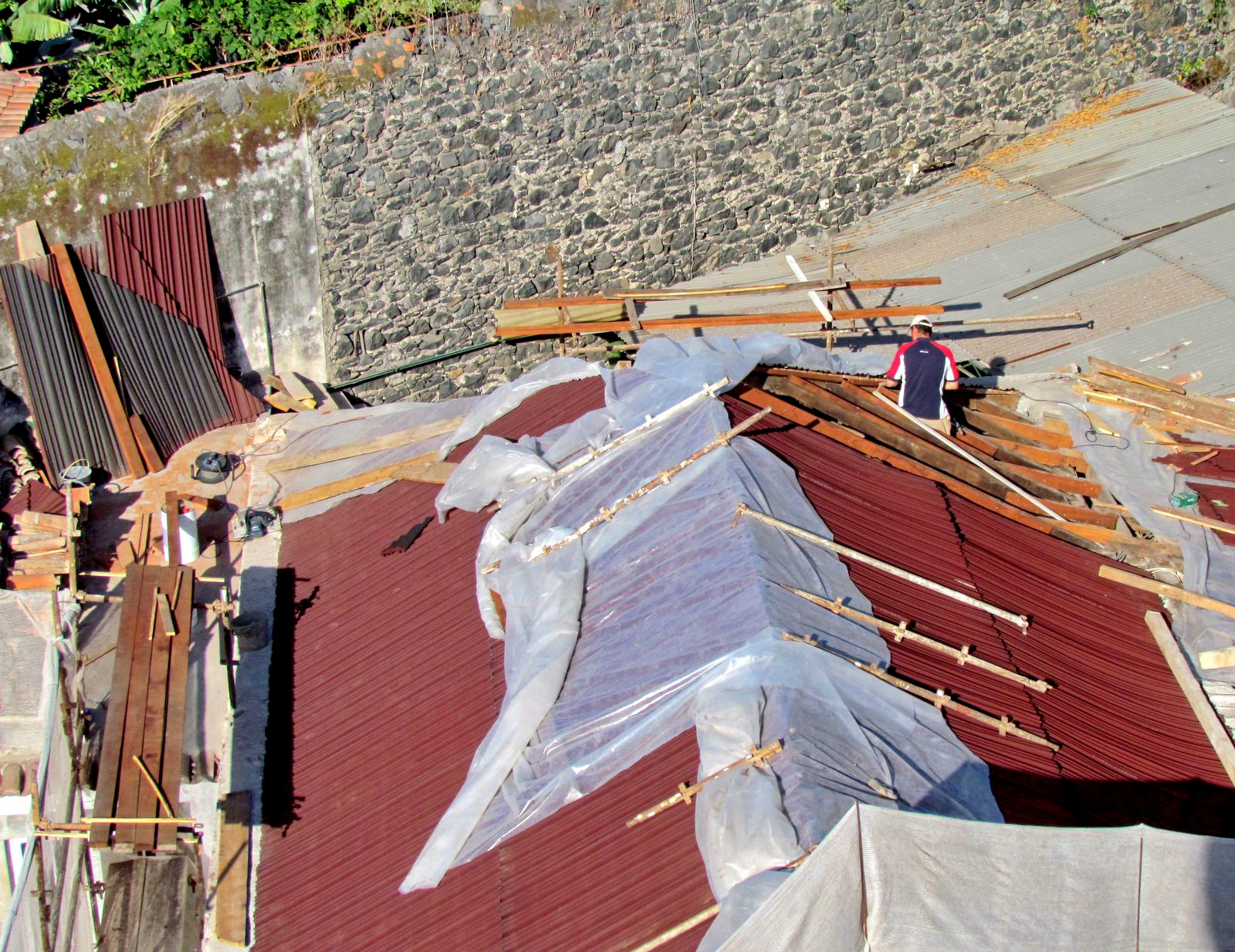 recovering the roof in Santa Clara Convent