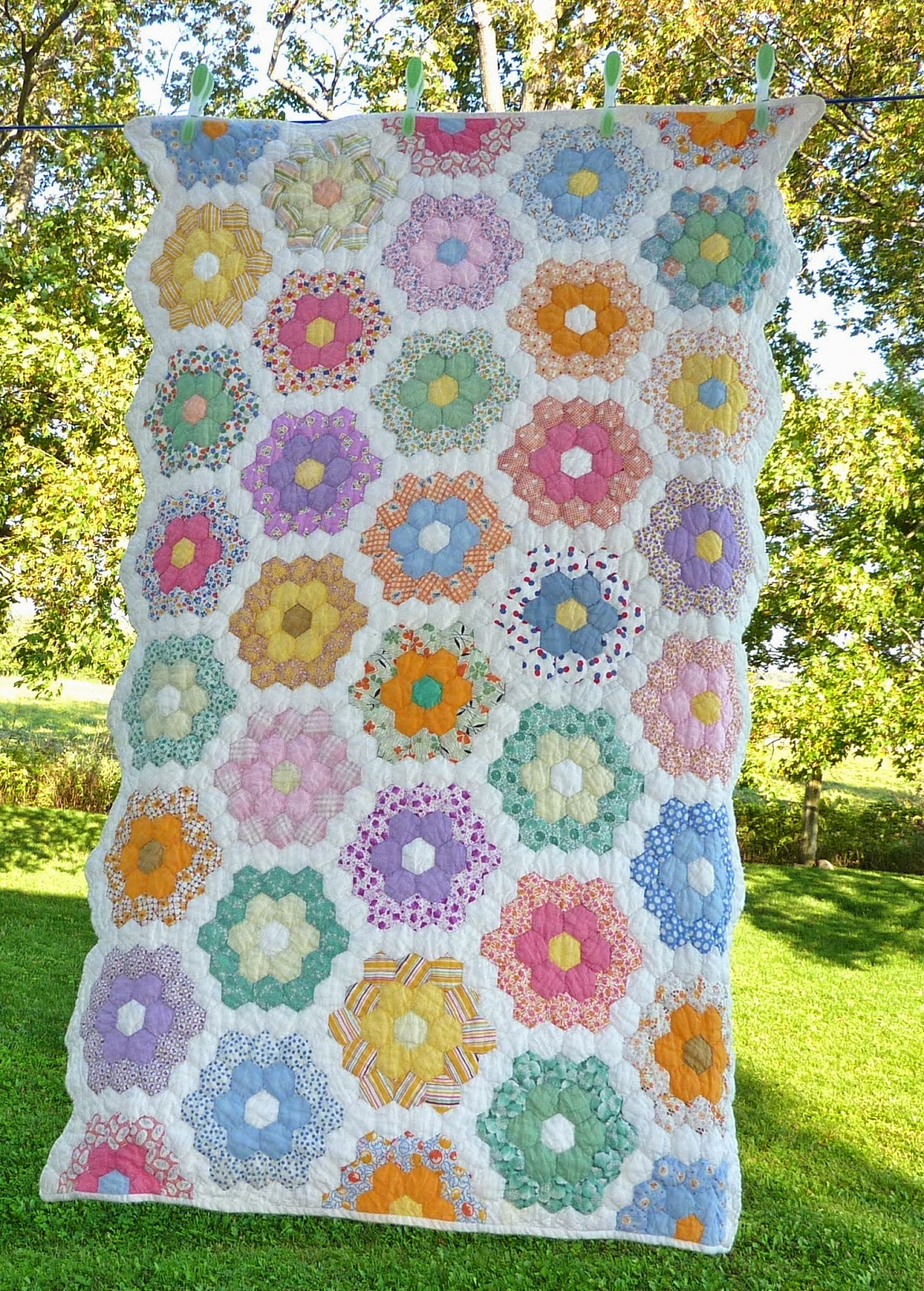 Kathy 39 s quilts antique hexagon quilt for What to do with an old quilt