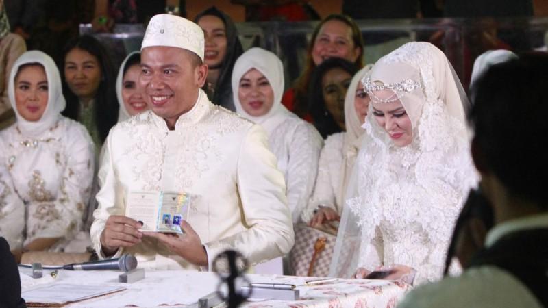 Vicky Prasetyo resmi menikahi Angel lelga dengan ijab kabul di Masjid Istiqlal