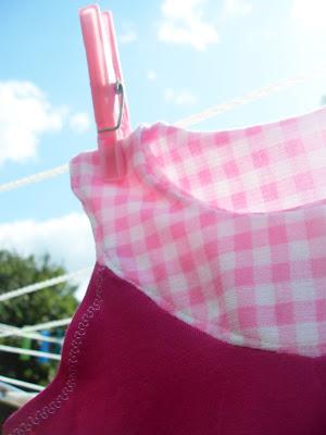 Ungen vill ju bara ha klänningar på sig och helst rosa och låååånga.  Dessutom har hon en annan klänning i just denna modell som hon fullkomligt  ... db2cba3408bba