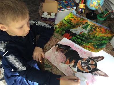بافل أبراموف.. يبيع لوحاته لتوفير مستلزمات ملاجئ الحيوانات