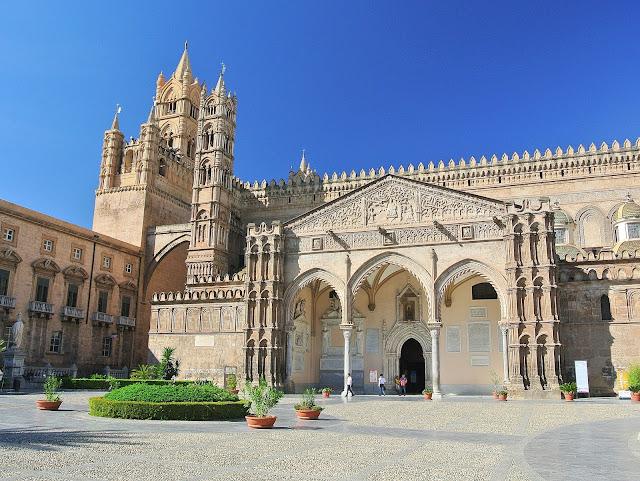 wejście do budynku katedry w Palermo, świątynia, Sycylia