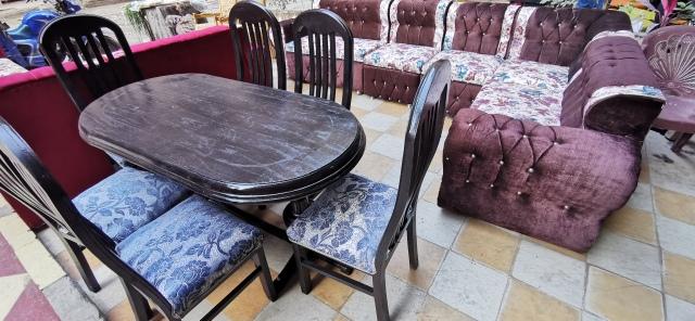 سفرة مكونة من 6 كراسي ، الكراسي متنجدة قماس جديد والترابيزة مدهونة