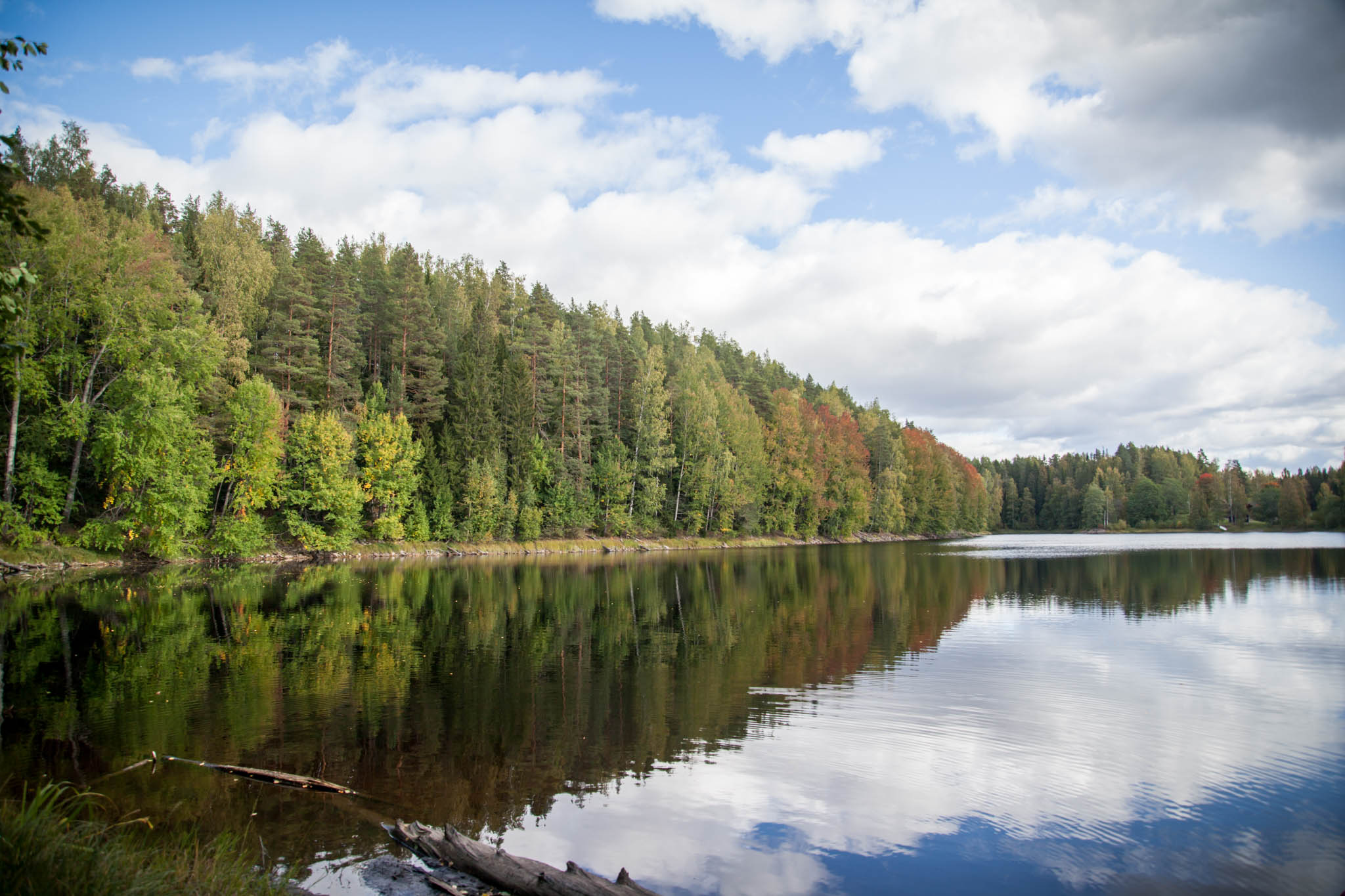 Pikku-Ahvenisto järvi ruska