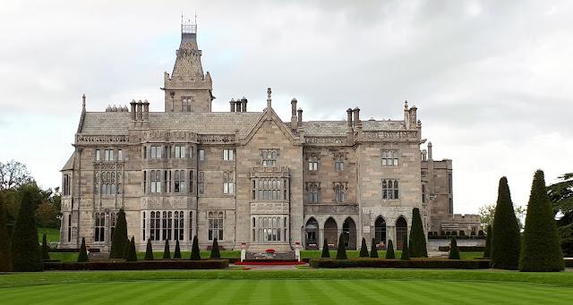 iltapäivätee tarjoilut, luksushotelli, kartano, linna irlannissa, iltapäivätee, Adare, Manor, irlanti, puutarha, punaiset kanervat