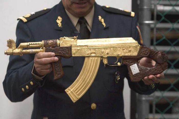 """La SEDENA cuenta con el """"Museo del Enervante"""", un lugar 'secreto' que muestra la lucha del Ejército y las extravagancias del narco"""