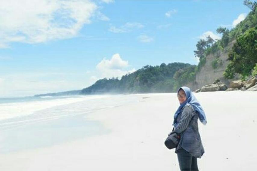 Pantai linsuh di pesisir barat krui
