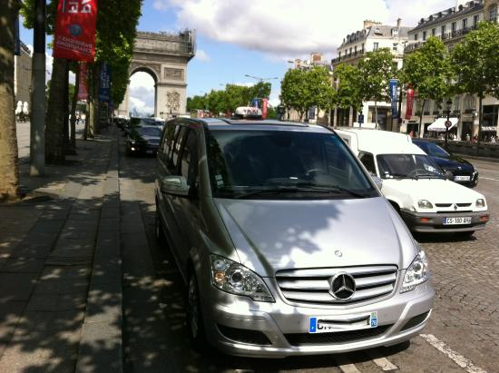 Booking Affordable Taxi Cab Service in Paris to travel around the city and Mont St. Michel