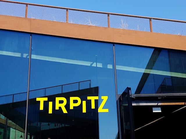 Das Tirpitz Museum in Süd-Dänemark: Unser Besuch mit Kindern. Auf Küstenkidsunterwegs zeige ich Euch, welche Ausstellungsteile Euch im Tirpitz-Museum nahe Blavand erwarten und welche Lösung wir gefunden haben, um auch mit kleinen Kindern ein Museum rund um die Bunker und die deutsch-dänische Geschichte des 2. Weltkriegs besuchen zu können.