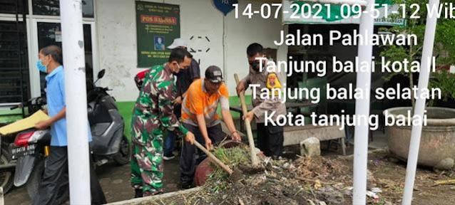 Bersama Dengan Masyarakat Dan Staf Kelurahan Personel Jajaran Kodim 0208/Asahan Laksanakan Gotong Royong