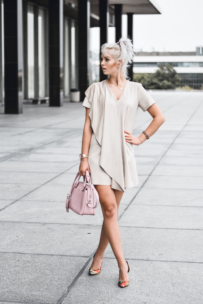 how to style a suede dress