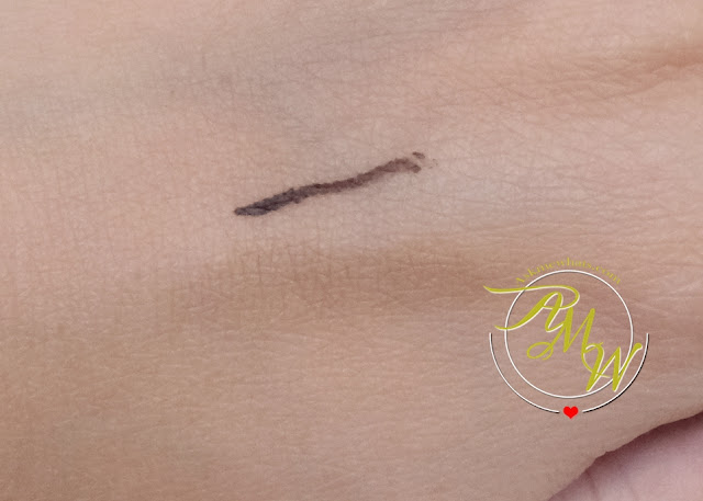 a photo of Mineral Fusion Liquid Mineral Eyeliner in VALLEY review
