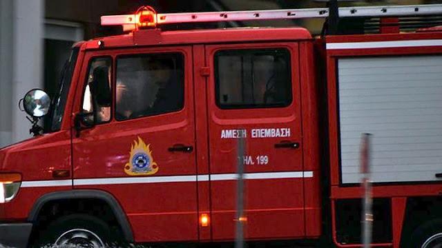 Γυναίκα κρεμόταν από τα κάγκελα μπαλκονιού - Επιχείρηση πυροσβεστικής