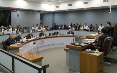 Mais de 100 mil cargos irregularmente acumulados em Minas Gerais