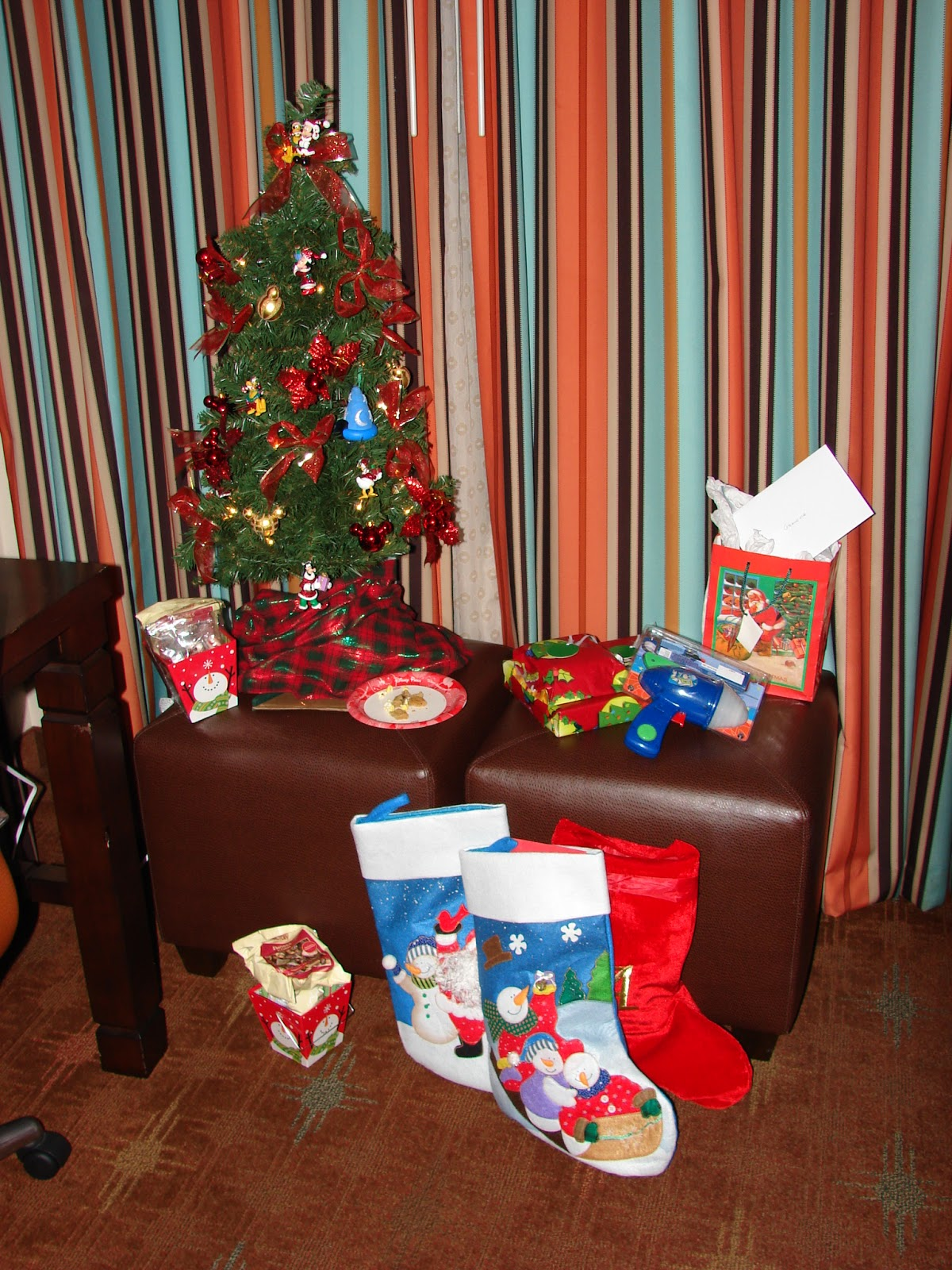 Hotel Room Accessories: Disney Devoted: Holiday Room Decorating At Disney Resorts