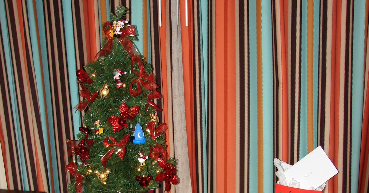 disney devoted holiday room decorating at disney resorts Holiday Decorating Ideas Work Holiday Decorating