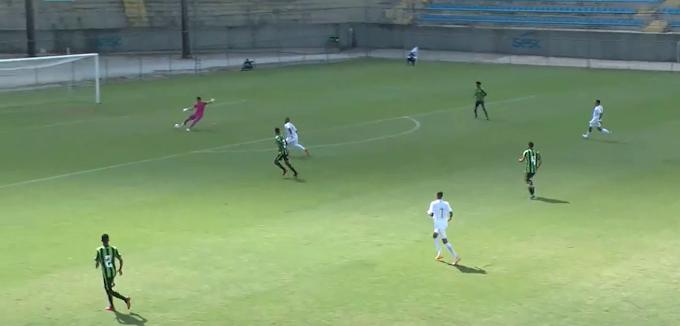 Cruzeiro marca gol SEM TOCAR NA BOLA no Brasileiro sub-17. Acredite! Confira o vídeo!