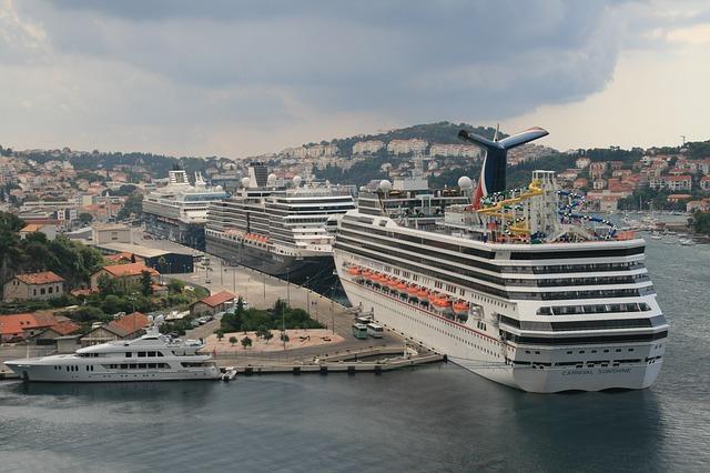 سفن سياحية