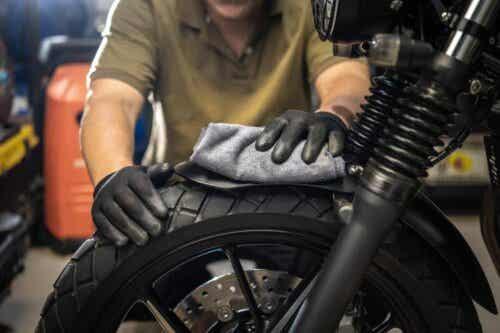 lima-tips-merawat-sepeda-motor-di-rumah