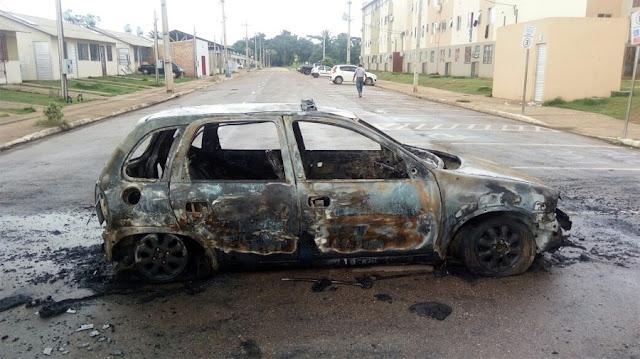 Após confusão generalizada no Orgulho do Madeira, carro é incendiado em Porto Velho