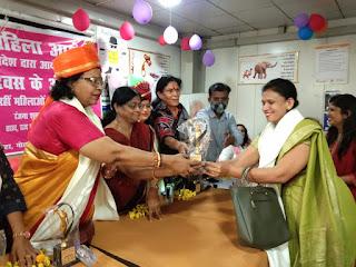 समाज सेवी महिलाओं को महिला आयोग ने किया सम्मानित