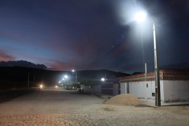 Moradores do Conjunto Aldo de Lina vibraram a chegada da Iluminação Pública no último dia 28 de novembro/2020.