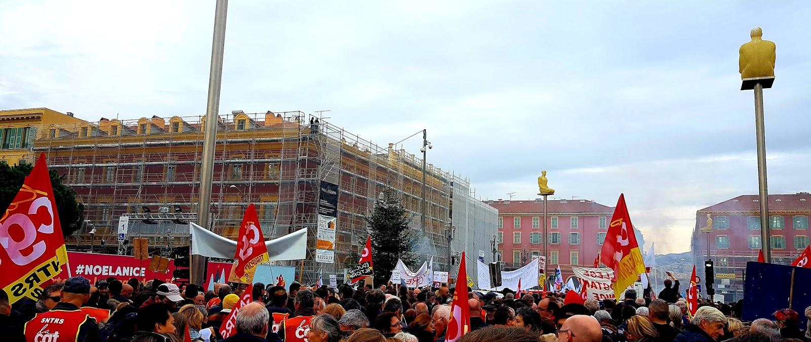 """Plus de 1,5 million de personnes ont défilé jeudi dans le cadre de """"plus de 250 manifestations"""" dans toute la France contre la réforme des retraites. Ici, à Nice — Photo C.A. pour Rivieractu Magazine"""