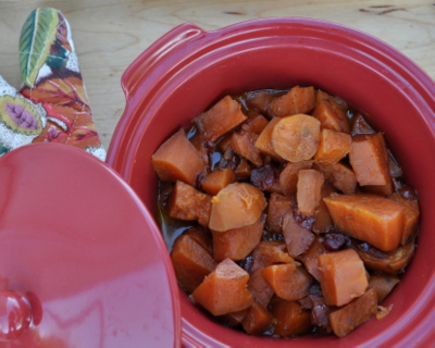 Slow Cooker Sweet Potatoes with Cranberry & Orange ♥ AVeggieVenture.com, sweet with orange and tart with cranberry. Delicious!
