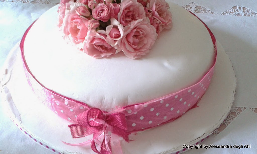 Torta Di Rose Fresche Con Base Victoria Sponge Con Te In Cucina