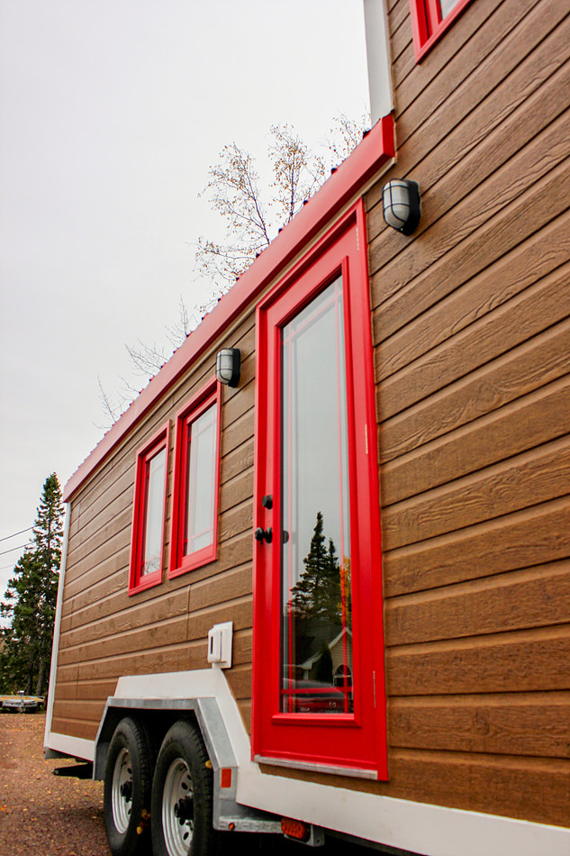 G 1 House Design: TINY HOUSE TOWN: Rollin Cabins Tiny House (210 Sq Ft