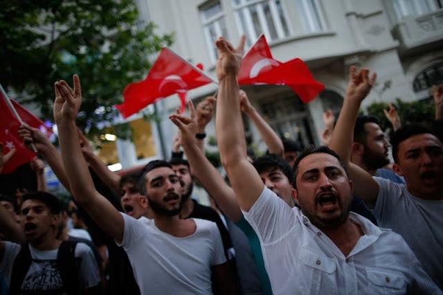 """اقتداء بفرنسا..ألمانيا تتجه إلى حظر جماعة """"الذئاب الرمادية"""" التركية"""
