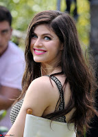 Priyanka Chopra Promotes Baywatch Premiere at Miami Beach ~ Alexandra Daddario at Press Junket for Baywatch 3.jpg