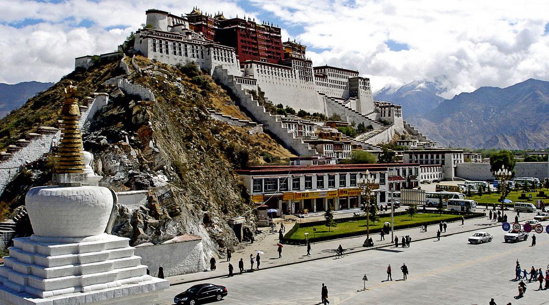 Tibet adalah negara dengan istana kerajaan yang terletak di china