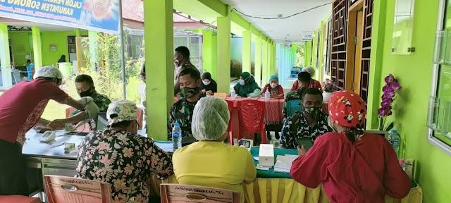SORONG SELATAN : Prajurit TNI/Polri Terima Vaksin Covid-19
